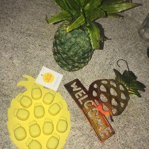 3 piece pineapple lot